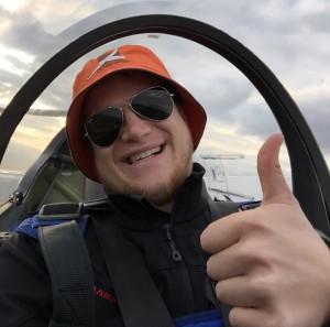 Yannick im Flugzeug
